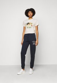 Fiorucci - WOODLAND VINTAGE ANGELS TEE  - Print T-shirt - white - 1