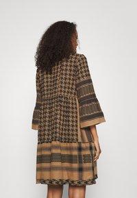 CECILIE copenhagen - ZOE DRESS - Day dress - tannin - 2