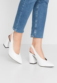 Miss Selfridge Wide Fit - WIDE FIT CARRIE SLING BACK COURT - High heels - white - 0