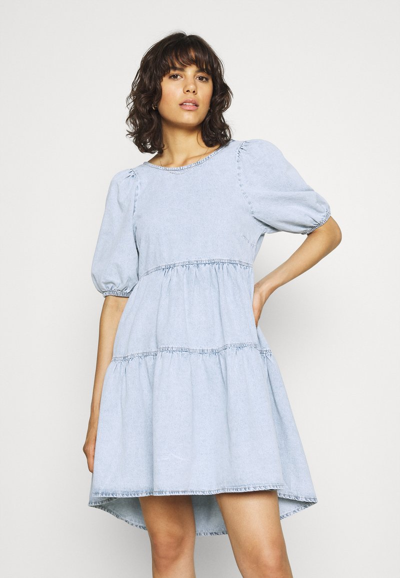 Gina Tricot - BABYDOLL DRESS - Denim dress - light blue