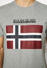 Napapijri - SELLYN - Print T-shirt - medium grey melange - 5