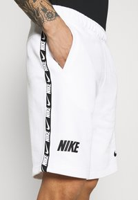 Nike Sportswear - REPEAT  - Shorts - white/black - 5