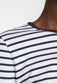 Moss Copenhagen - ESNA TEE - Long sleeved top - white/sky cap - 5