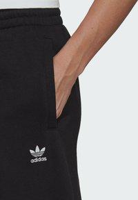 adidas Originals - FLEECE PANT ADICOLOR ORIGINALS RELAXED PANTS - Tracksuit bottoms - black - 4