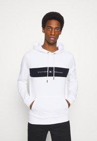 Tommy Hilfiger - NEW LOGO HOODY - Sweatshirt - white - 0