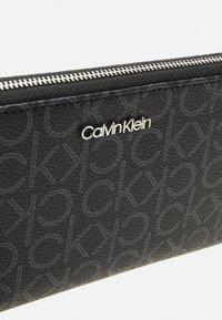 Calvin Klein - WALLET MONOGRAM - Lommebok - black - 5