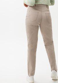 BRAX - STYLE CORRY - Straight leg jeans - light taupe - 1