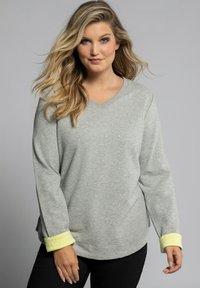 Ulla Popken - Sweatshirt - hellgrau-melange - 0