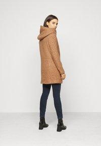ONLY Petite - ONLNEWSEDONA COAT - Classic coat - toasted coconut melange - 2