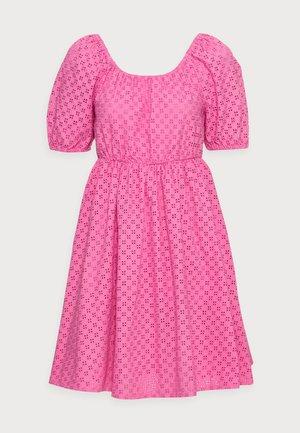 YASVOLANT DRESS  - Cocktail dress / Party dress - azalea pink