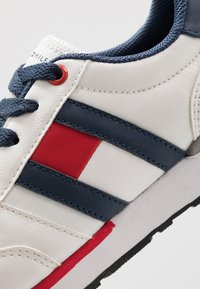 Tommy Hilfiger - Sneakers - white/blue
