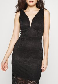 WAL G PETITE - V NECK MIDI DRESS - Sukienka etui - black - 4