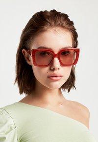 Hawkers - CHAZARA - Sunglasses - brown - 0