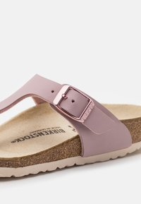 Birkenstock - GIZEH KIDS - Sandalias de dedo - lavender blush - 5