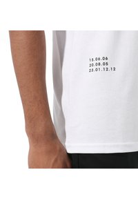 Vans - 66 SUPPLY - Print T-shirt - white - 2