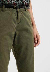 Vero Moda Petite - VMFLASH PANT - Chino - ivy green - 3