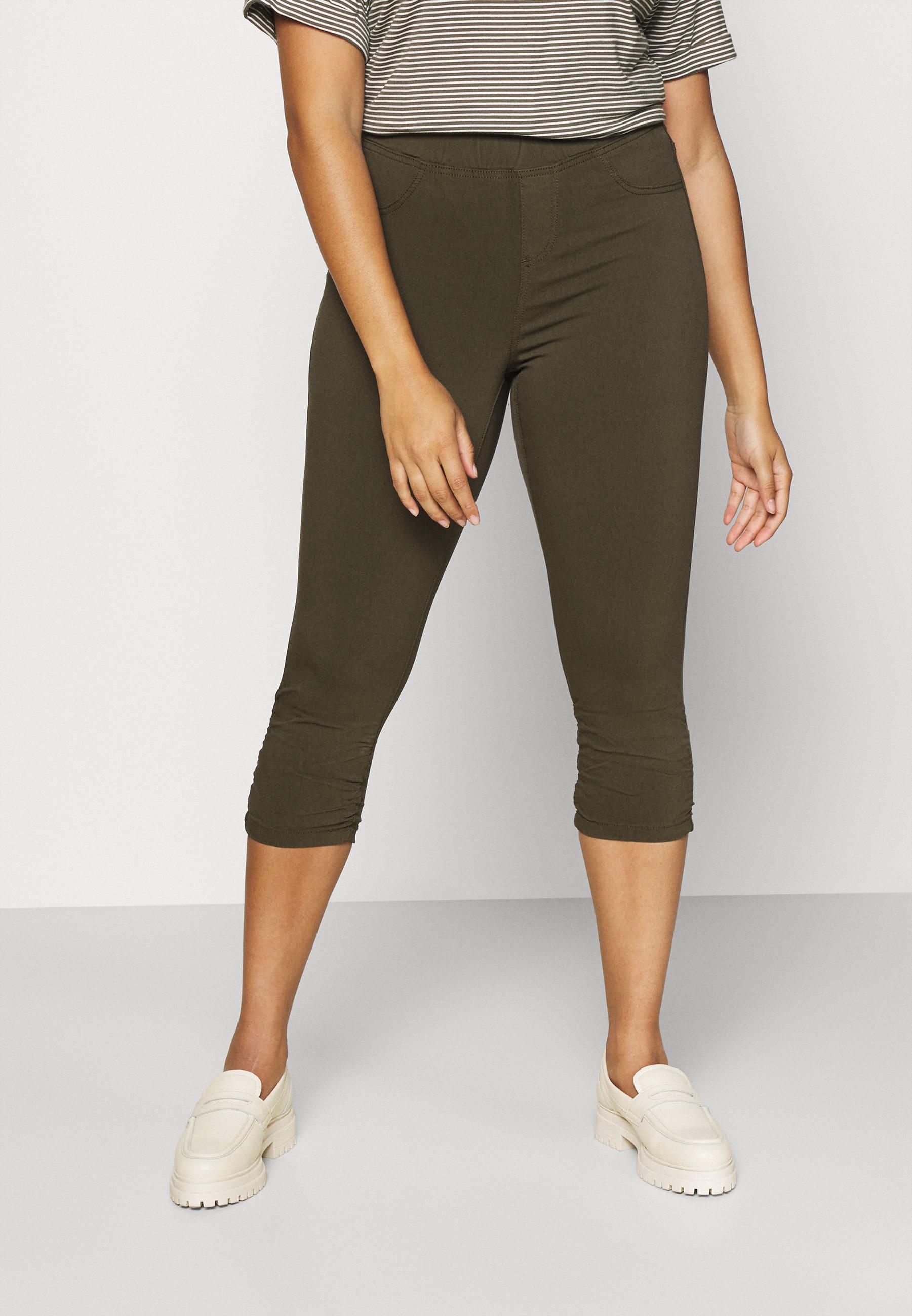 Women JABELONE CAPRI - Shorts