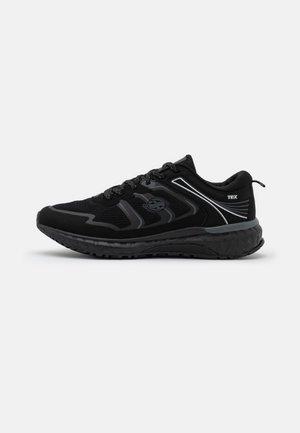 Sneakers laag - all black