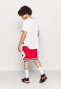 Nike Performance - NBA CHICAGO BULLS SHORT - Squadra - university red/white/black - 2