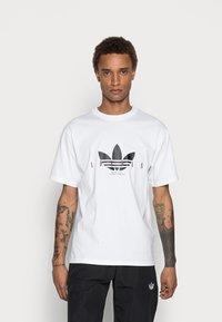 adidas Originals - TREFOIL SCRIPT - Print T-shirt - white - 0