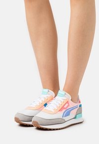 Puma - FUTURE RIDER TWOFOLD - Baskets basses - pink - 0