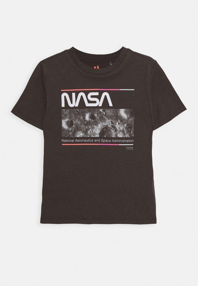 KIDS NASA CO-LAB SHORT SLEEVE TEE - T-shirt z nadrukiem - phantom
