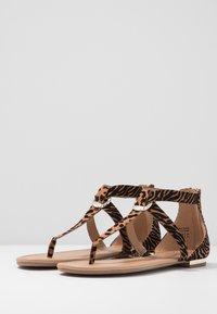 Call it Spring - FESTIVITY - Sandály s odděleným palcem - beige - 4