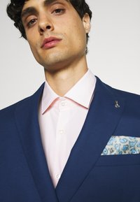 Shelby & Sons - WATERSIDE WITH CHAIN DETAIL - Puku - blue - 6