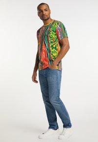Carlo Colucci - Print T-shirt - multi-colored - 1