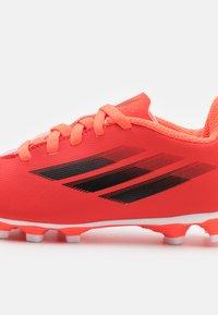 adidas Performance - X SPEEDFLOW.4 FXG UNISEX - Chaussures de foot à crampons - red/core black/solar red - 5