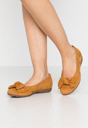 Ballet pumps - curry