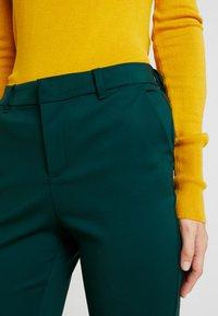 Vero Moda Tall - VMLEAH MR CLASSIC PANT - Trousers - ponderosa pine - 4