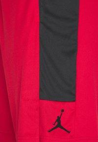 Jordan - AIR DRY SHORT - Sports shorts - gym red/black/black - 7