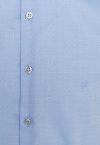 Calvin Klein Tailored - DOBBY EASY CARE SLIM SHIRT - Formal shirt - blue - 2