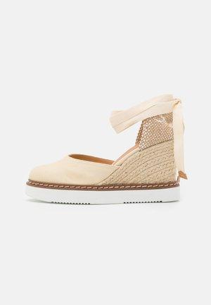 CINTIA - Sandály na platformě - ivory
