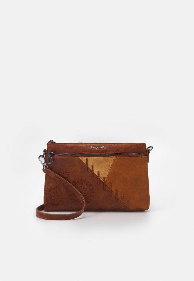 BOLS PARKER DURBAN - Across body bag - camel