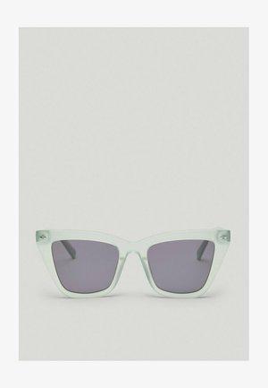 MIT MINZGRÜNEM - Sunglasses - green