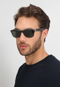 Ray-Ban - Sluneční brýle - greencrystal standard - 1