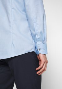 OLYMP Level Five - OLYMP LEVEL 5 BODY FIT  - Formal shirt - bleu - 3