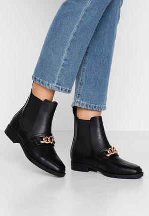 JORDY SQUARE TOE CHAIN BOAT - Kotníkové boty - black