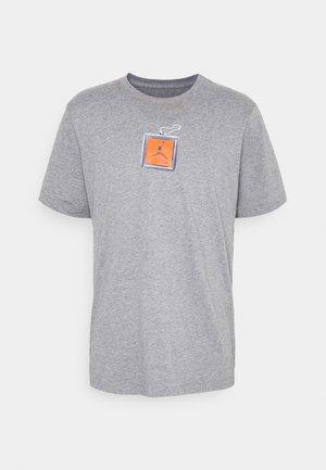 KEYCHAIN CREW - Print T-shirt - carbon heather