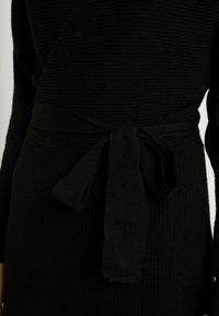 Vero Moda - VMREMI V NECK DRESS - Neulemekko - black - 6