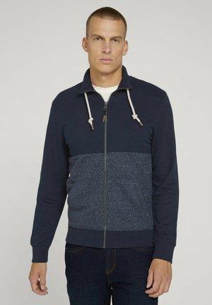 MIT STEHKRAGEN - Zip-up sweatshirt - sky captain blue