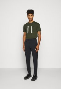 Les Deux - ENCORE  - T-shirts print - deep forrest/sleet grey - 1