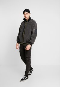 Denim Project - CARGO PANT PLAIN - Bojówki - black - 1