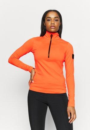 WIEKA - Fleece jumper - zesty orange