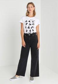 Merchcode - LADIES TALK TO THE HAND BOX TEE - Print T-shirt - white - 1