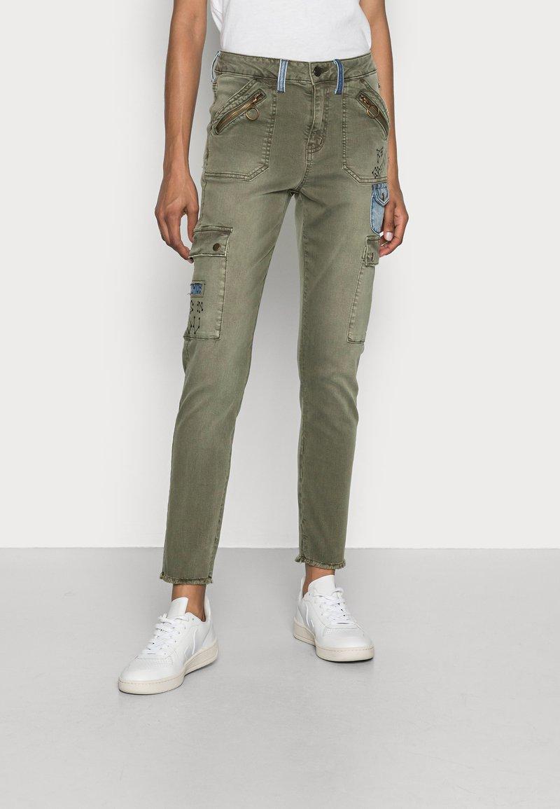 Desigual - PANT COBAIN - Cargo trousers - green