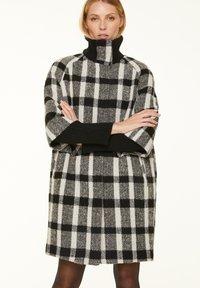 comma - Short coat - black white - 5