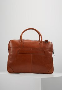 Royal RepubliQ - EXPLORER LAPTOP BAG SINGLE - Portfölj - cognac - 2